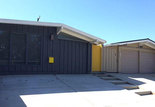 Charcoal and yellow ranch home